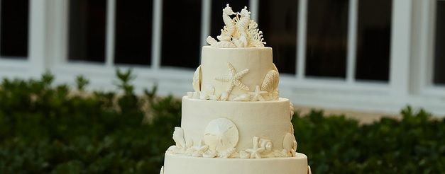 Outdoor Wedding Cake