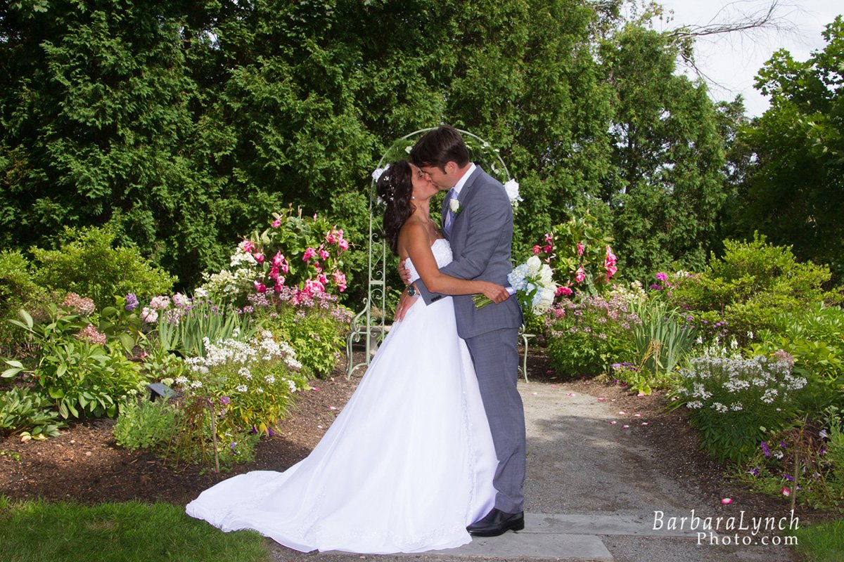 DIY Versus Wedding Planner: Weigh the Pros and Cons to Decide